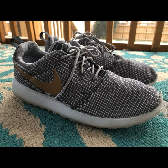 Nike Other - Men's Size 11, Nike Roshes with Gold Swoosh